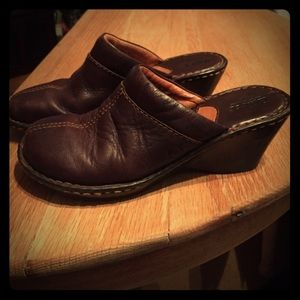 Women's sz 8 Brown leather BORN Mules  nice